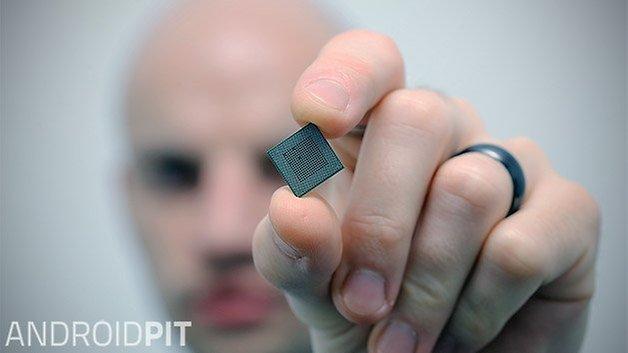 snapdragon-800-back-closeup-portrait-w628